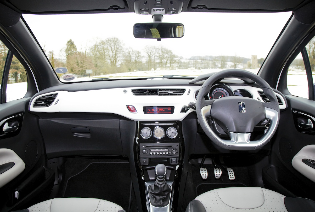 Citroen ds3 cabrio uk car of the year awards for Interieur 2015