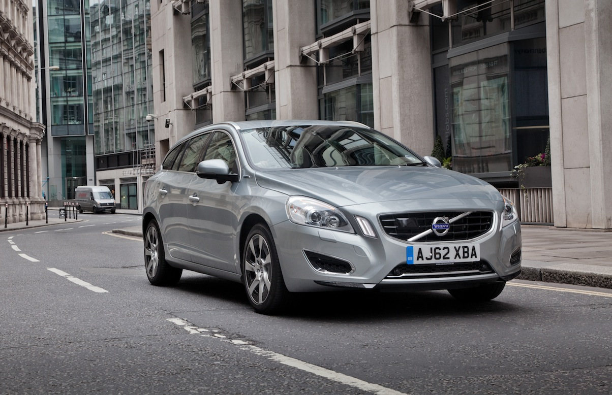 volvo v60 d6 awd hybrid uk car of the year awards. Black Bedroom Furniture Sets. Home Design Ideas