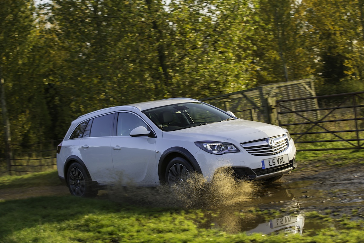 vauxhall insignia country tourer 2 litre cdti uk car of the year awards. Black Bedroom Furniture Sets. Home Design Ideas